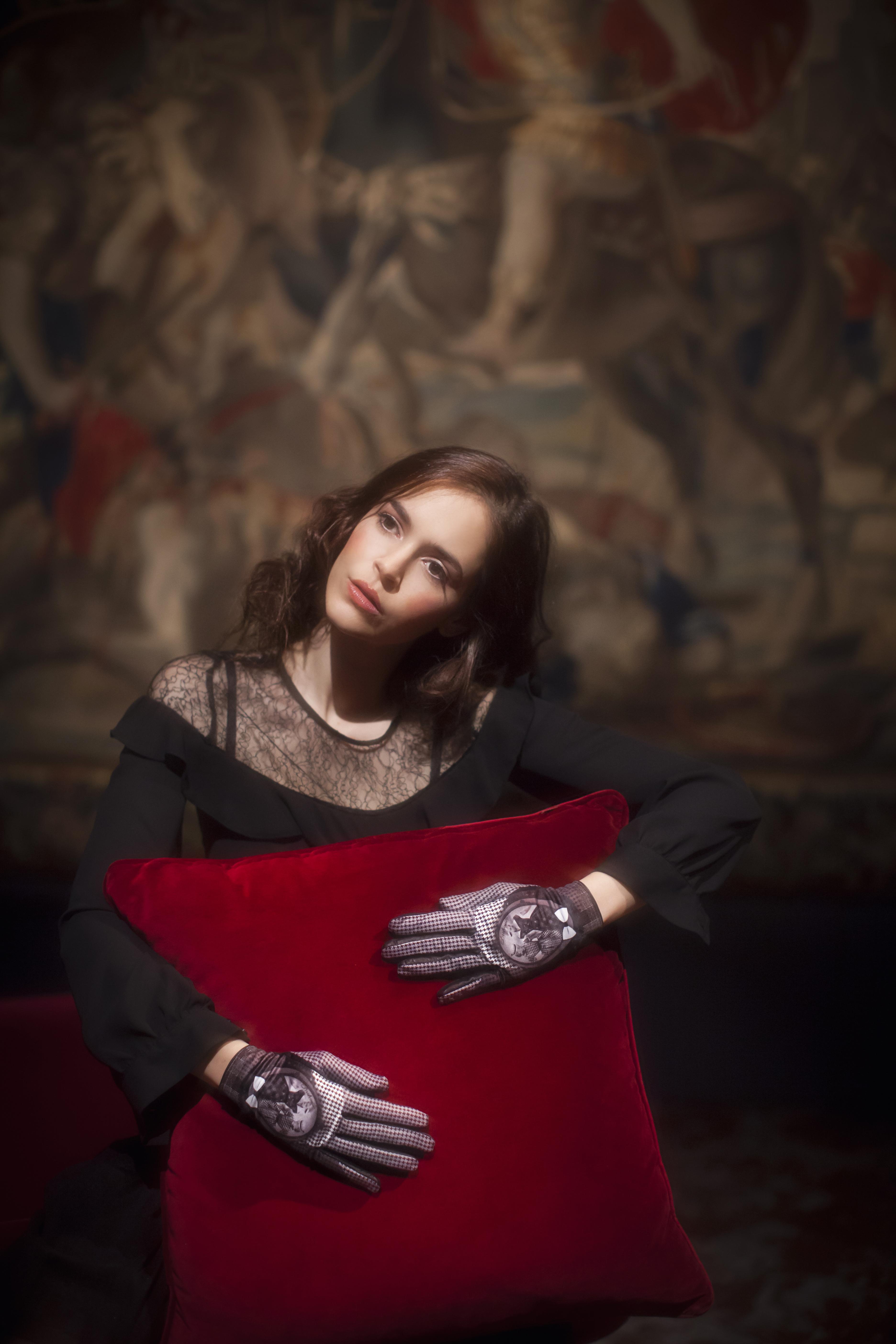 gants femme cuir et maille imprimée. Modèle de gants Karl