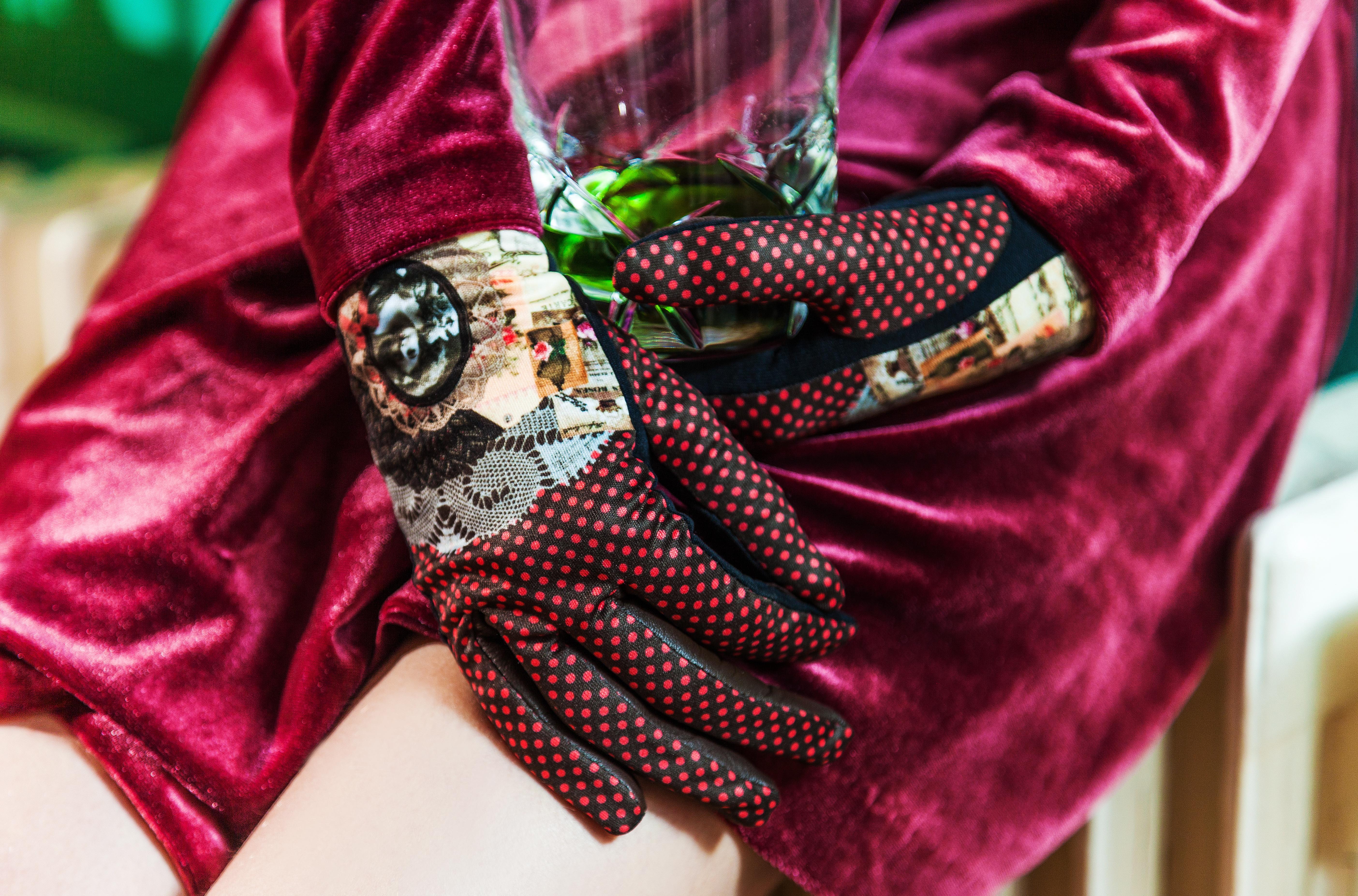Modèle de gants imprimé PARFUM